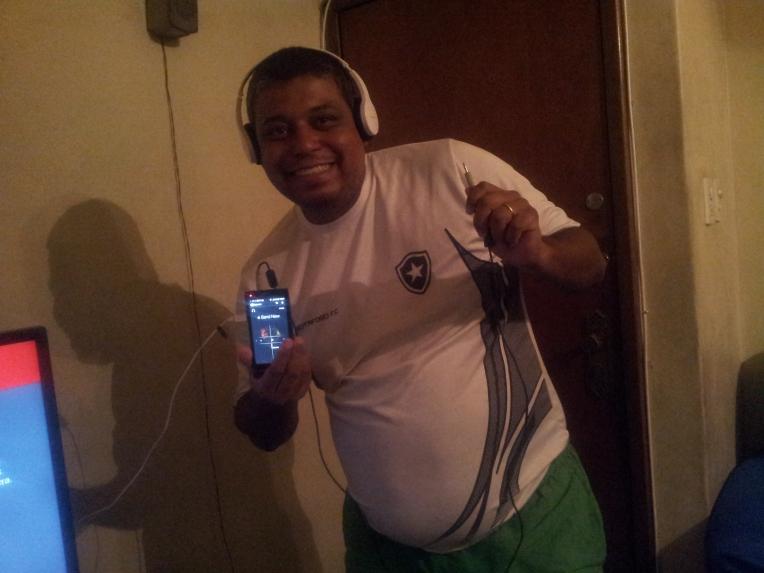 É possível ouvir o rádio do celular no fone Bluetooth !!!!!